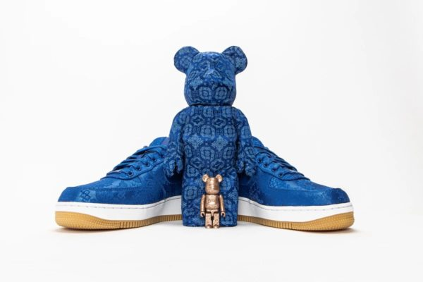 """CLOT X NIKE THE """"ROYALE UNIVERSITY BLUE SILK"""" STORY WITH A 400% MEDICOM TOY BE@RBRICK Release Information"""